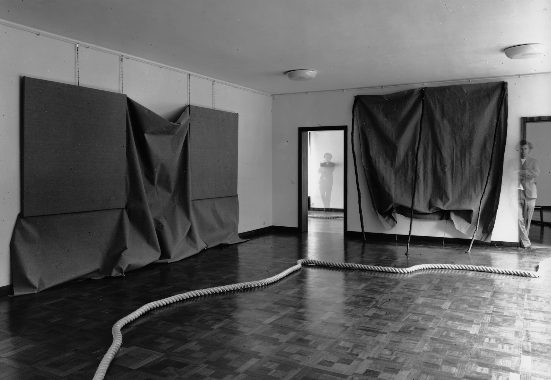 Barry Flanagan three space rope sculpture 69, 1969 installed in 'Object sculptures', Museum Haus Lang, Krefeld, 1969.
