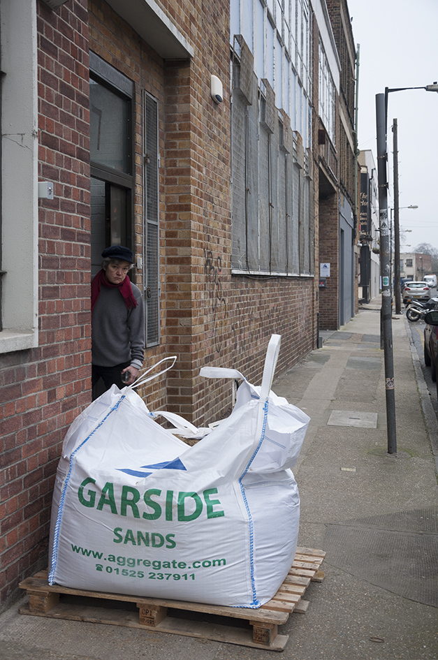 One ton of builders' sand delivered to Vyner Street London
